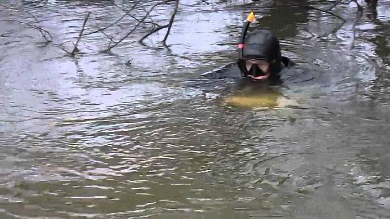 Underwater fishing for catfish